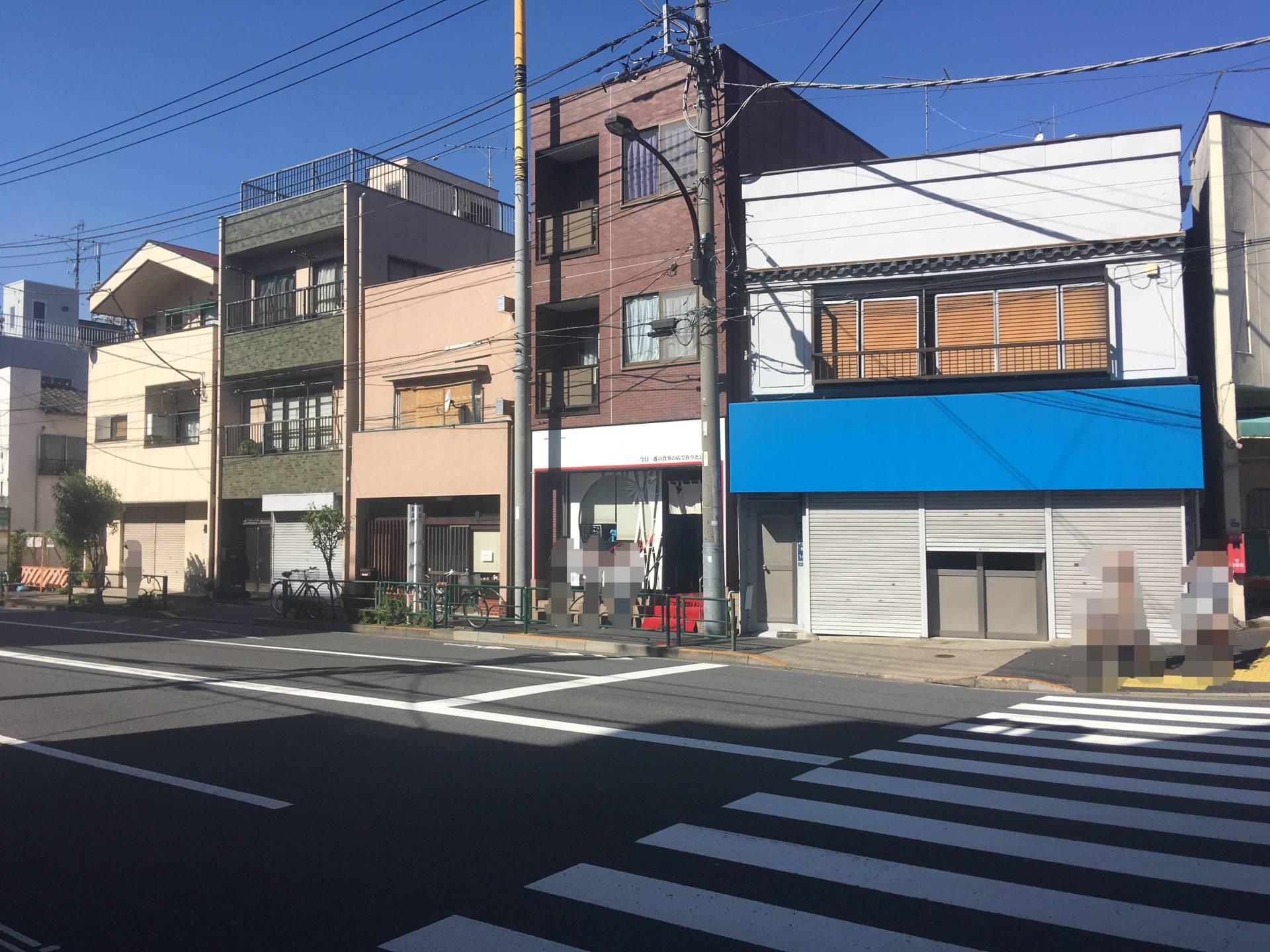 反対側の道路から見た竹末東京プレミアム店舗外観