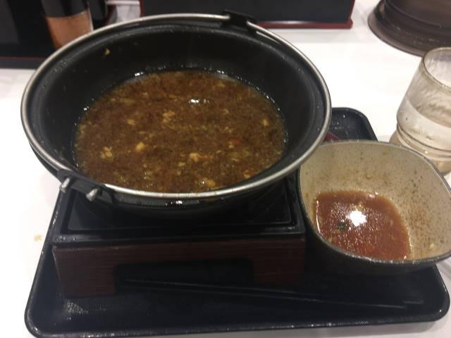 今回は鍋に溶き卵入れて食べたため鍋のスープは汚れた。