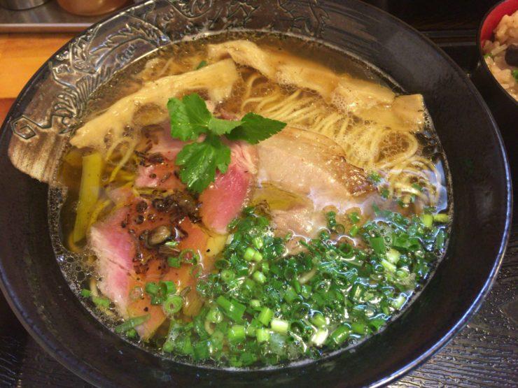 ホンビノス貝と鶏ガラと特製香味油の中華そば800円