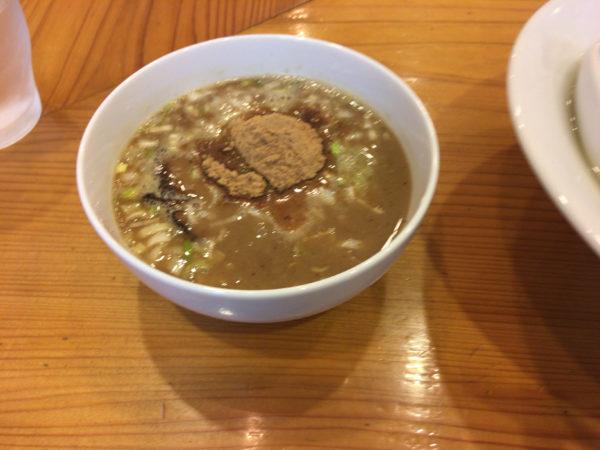 すずめ食堂の期間限定のつけそば「釜揚げつけそば」のスープ