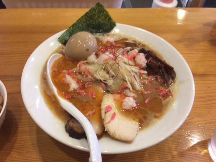 すずめ食堂の「海老そば」880円 28日29日30日の限定