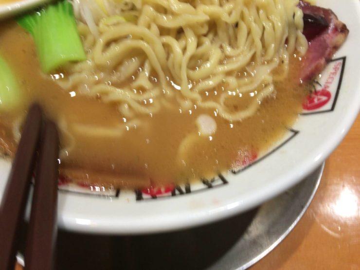 ヤシオマスの塩そばの麺とスープ