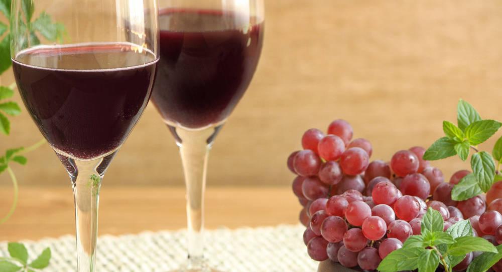 ワインと葡萄の写真