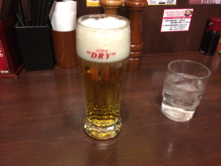 プラチナ肉マイレージカード提示で1杯無料の生ビール