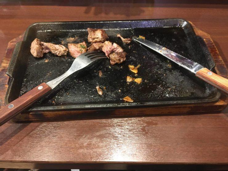 チェンジインゲンとブロッコリー追加の乱切りカットステーキ200g食べ終えた図