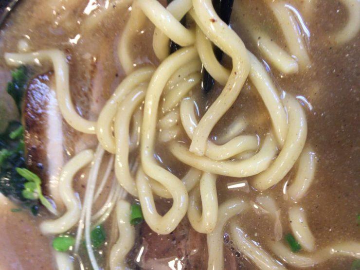 麺屋 頂 中川會曳舟店 濃厚魚介鶏らーめん800円 の麺
