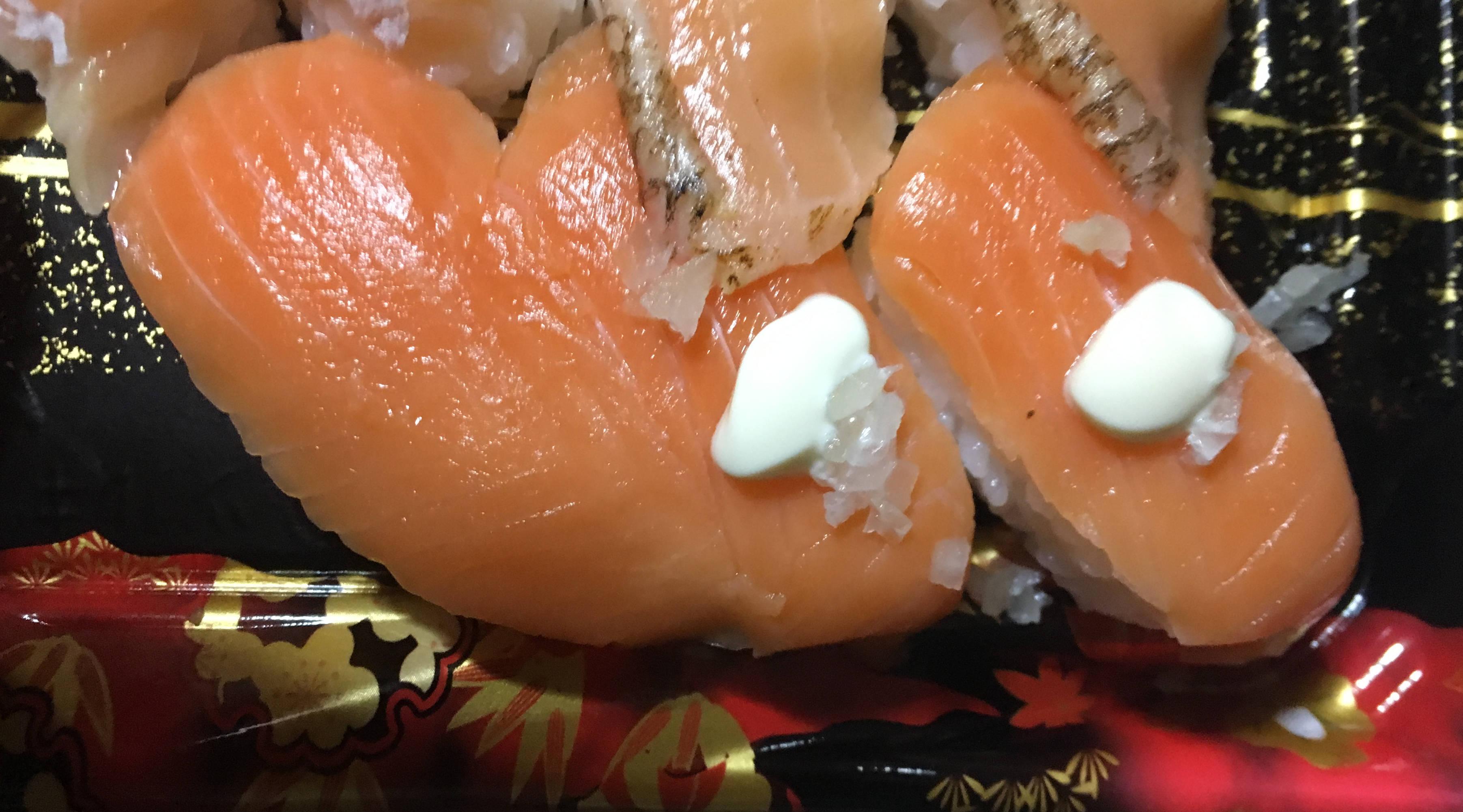 鮭の握りマヨネーズが乗っかったもの