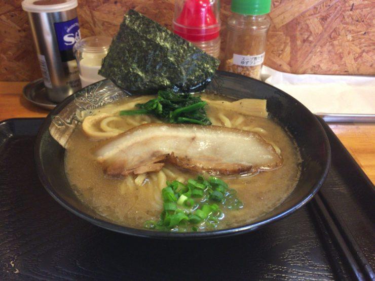 麺屋頂中川會「濃厚魚介鶏らーめん」