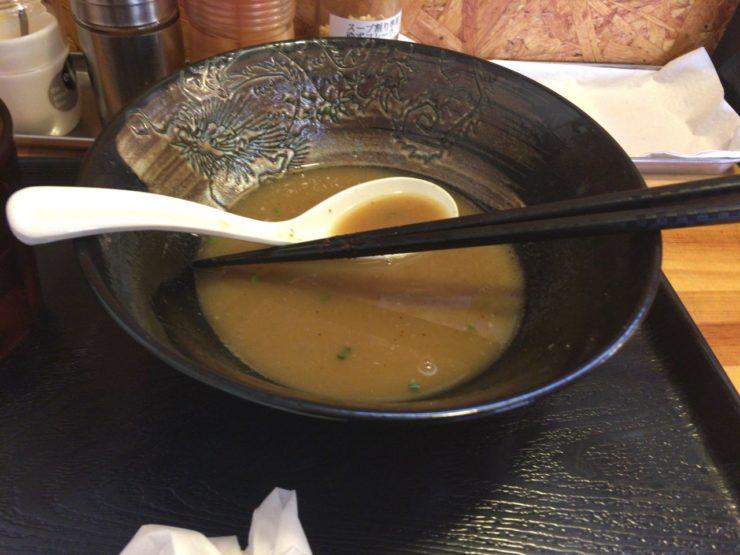 麺屋頂中川會「濃厚魚介鶏らーめん」を食べ終えた丼