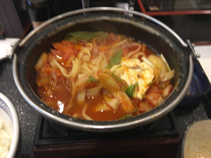 からいんじゃなくて酸っぱすぎた牛チゲ鍋膳|すき家