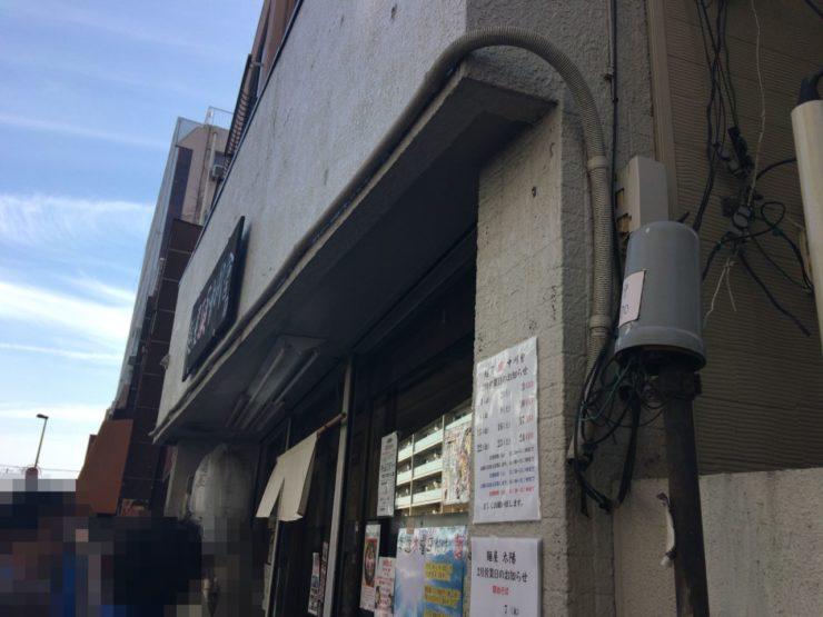 麺屋頂中川會で外で列待ちする光景