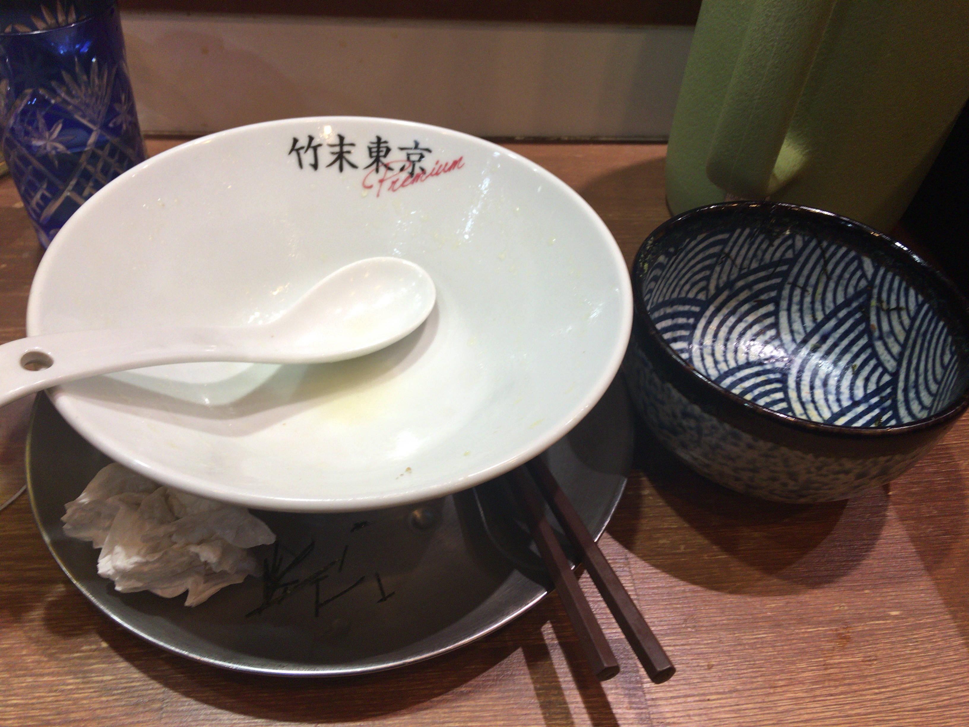 竹末東京プレミアムの塩そば800円 と肉玉丼(玉子抜き)食べ終えた丼