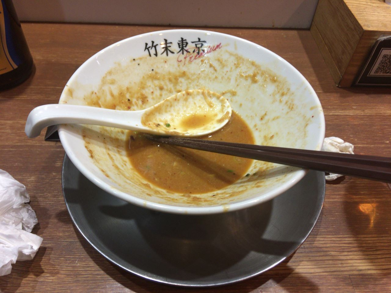 なんかいいできの筈の麺食べ終えた丼