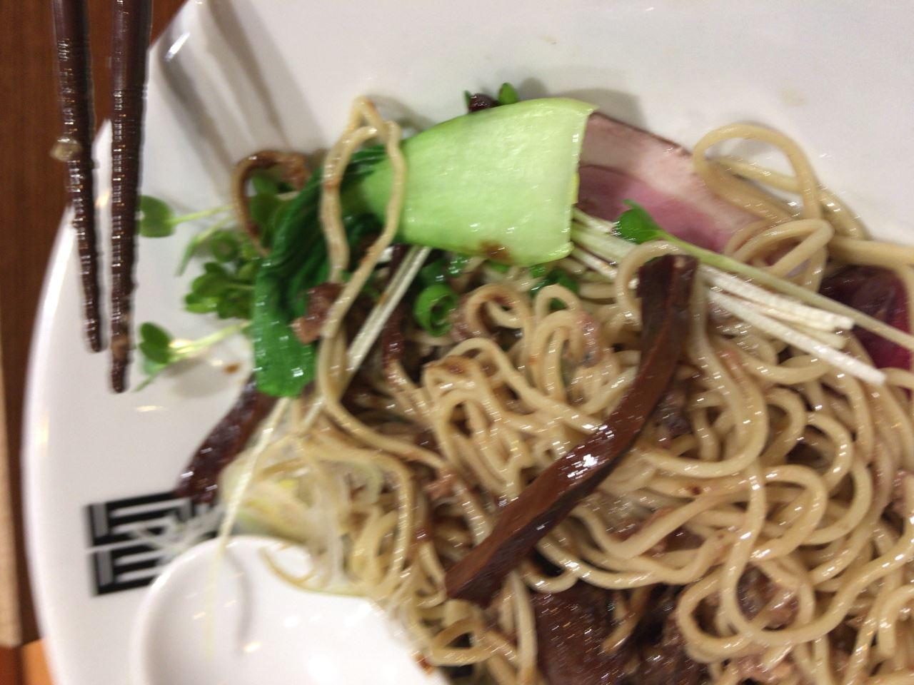 青梗菜など 竹末東京プレミアムのサンマとイカのまぜそば細麺版