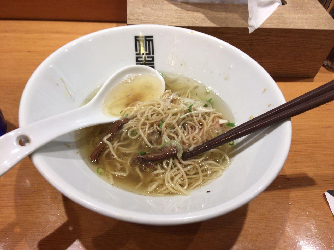 終盤のスープ入れた状態 竹末東京プレミアムのサンマとイカのまぜそば細麺版