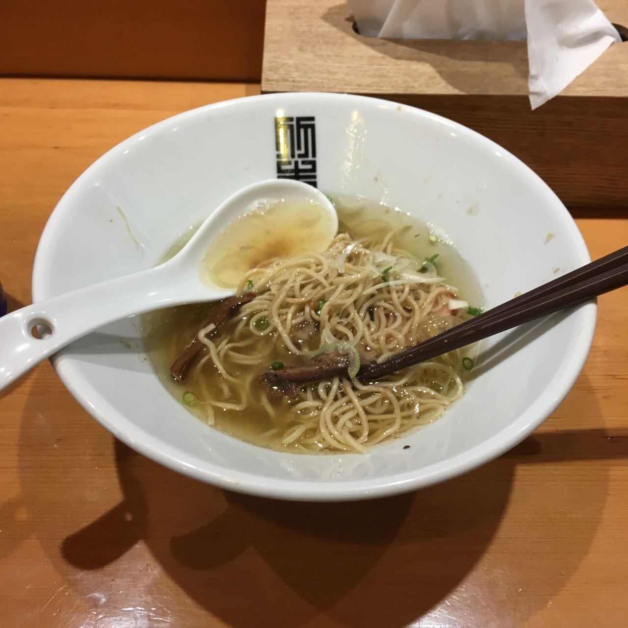 混ぜてみた状態 竹末東京プレミアムのサンマとイカのまぜそば細麺版