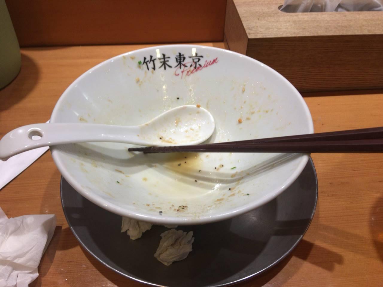 食べ終えた丼:竹末東京プレミアムで鶏ホタテそば+味玉+α