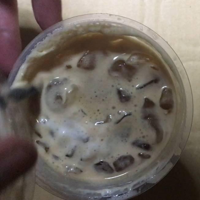開封した状態:アイスダブルエスプレッソラテ|ローソン(コーヒー)