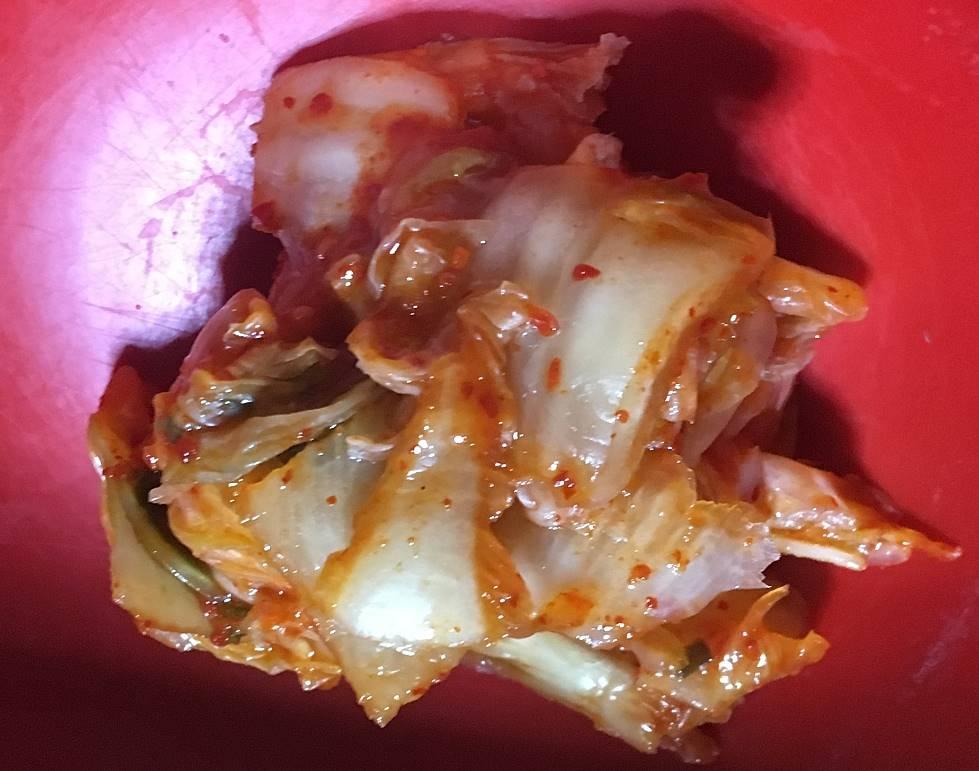 中のキムチ:TOPVALU 国産白菜使用キムチ いわしと昆布、イカの塩辛のうまみ