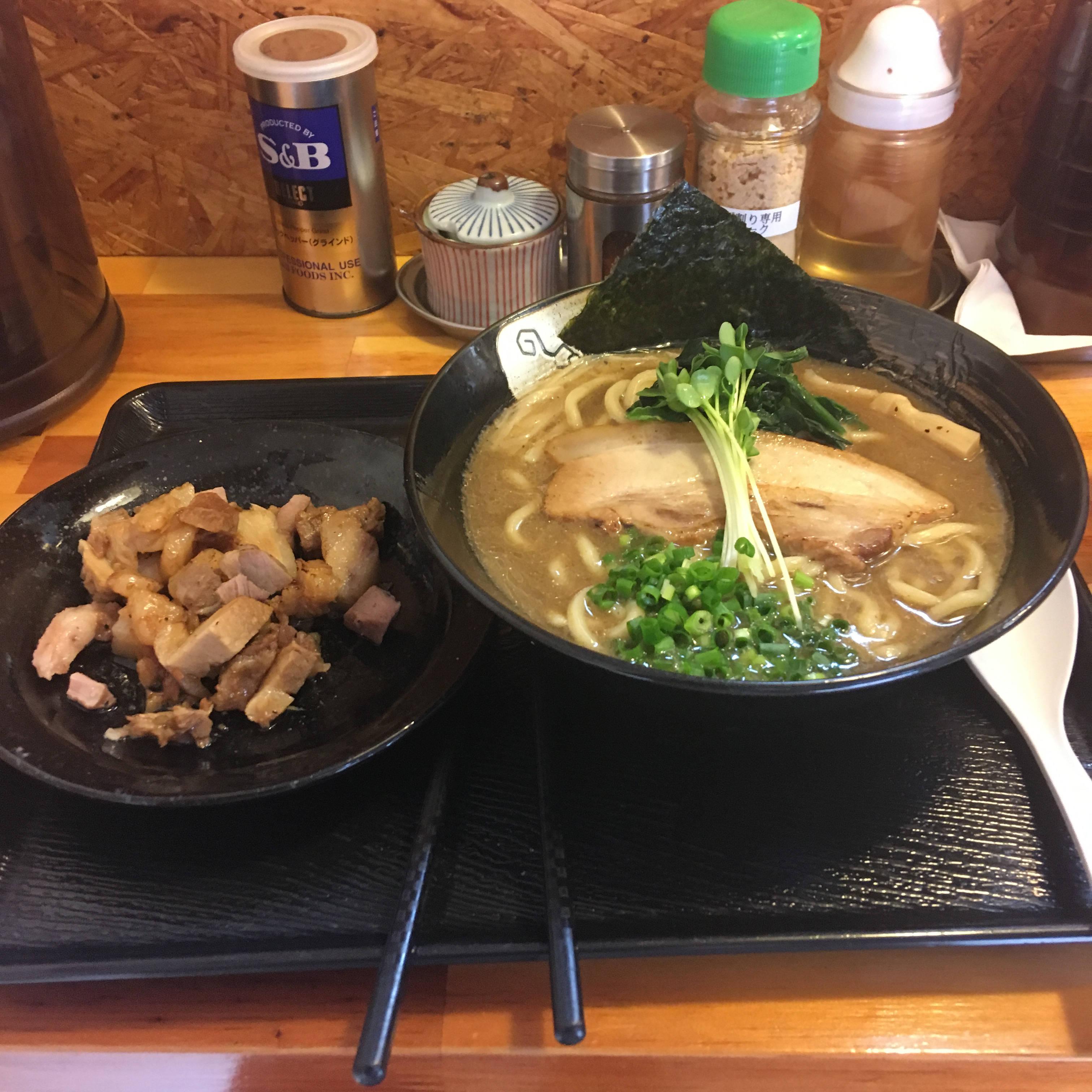 くずチャーシューと濃厚魚介鶏らーめん|麺屋頂中川會
