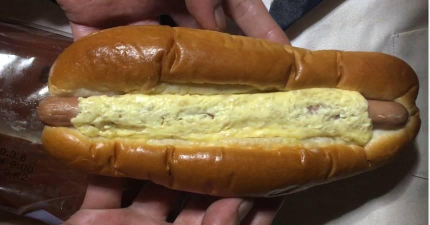 中のパン:あらびきソーセージオニオンからしマヨ|ローソン