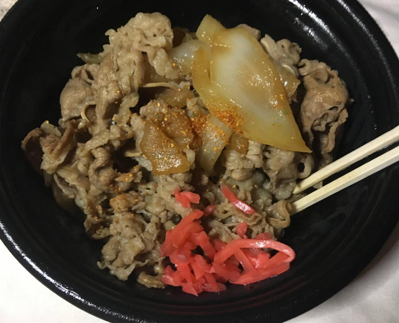 七味唐辛子と紅ショウガ添えた状態:牛皿ファミリーパック(4人前) 4回目