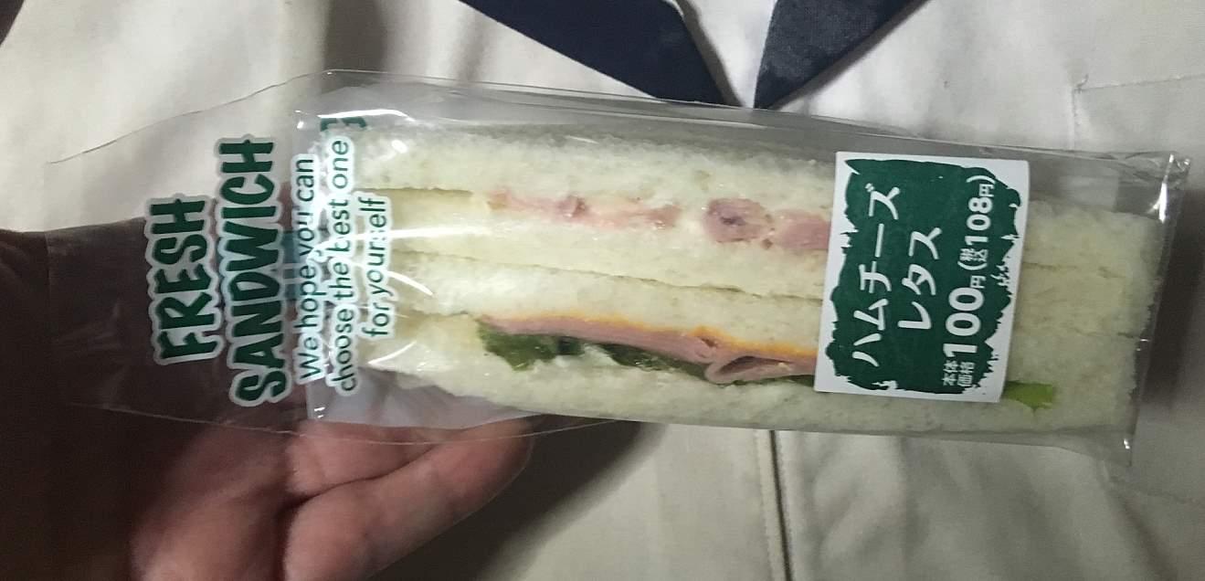 ハムチーズとレタス ローソンストアのサンドイッチ