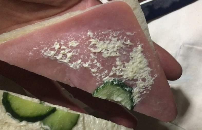 キュウリは比率が少ない:ローソンのサンドイッチ「ジューシーハム」