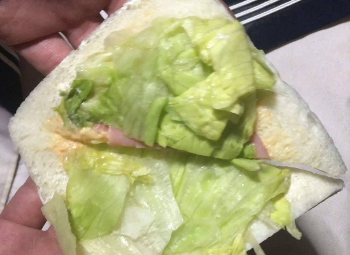 (レタス増量の具の中身:ミックスサンド(レタス増量)ローソンのサンドイッチ