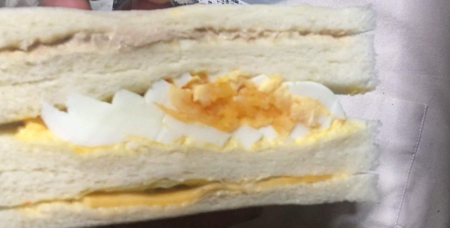 側面図:ミックス  ローソンストアのサンドイッチ