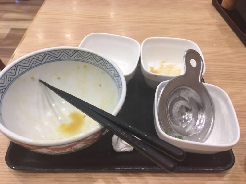 食べ終えた状態:吉野家で豚丼とねぎ玉