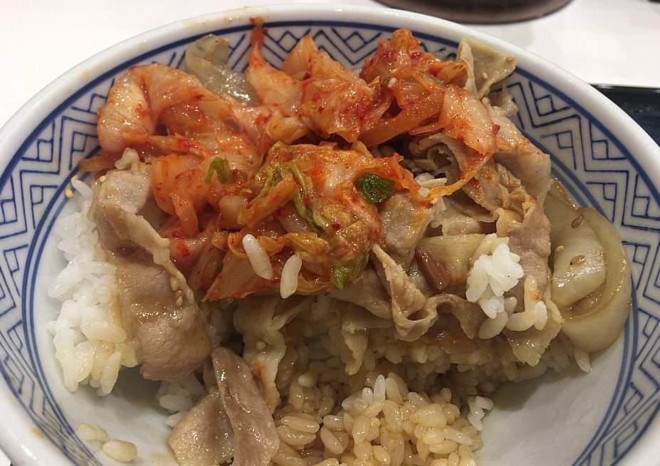 キムチ乗せた状態:キムチ豚丼 吉野家