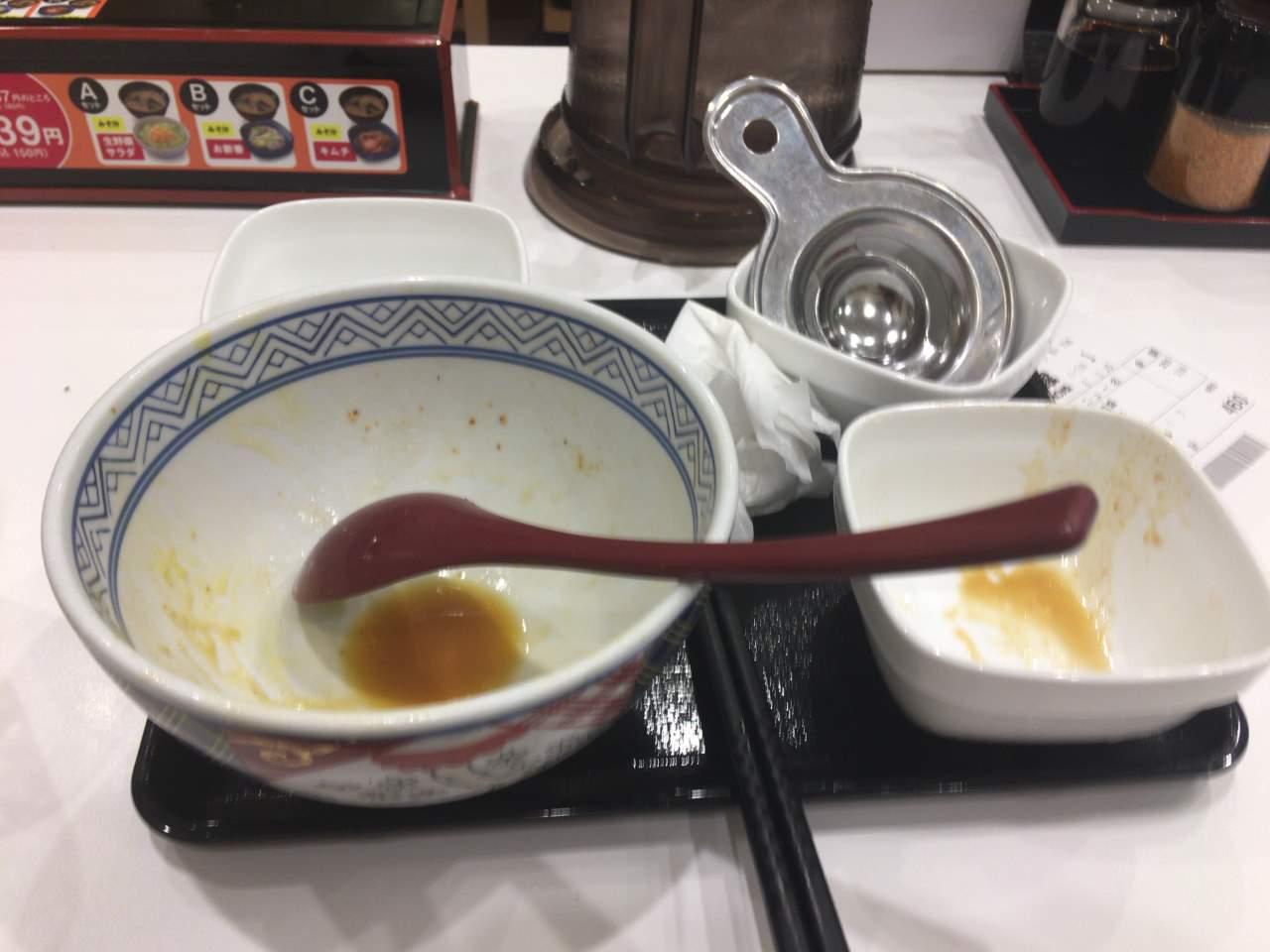 食べ終えた容器:ねぎ玉豚丼|吉野家
