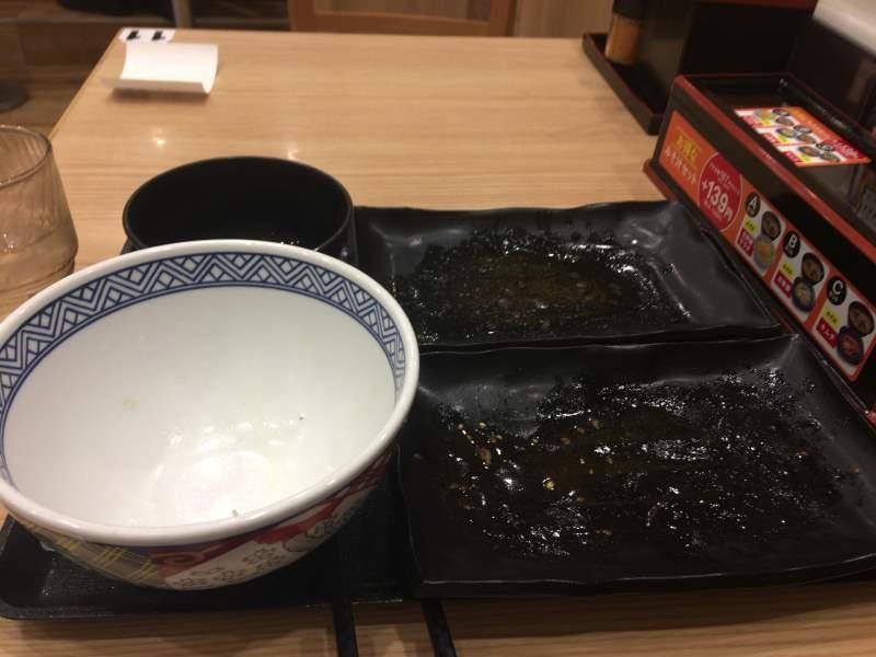 完食した丼:吉野家の牛牛定食690円