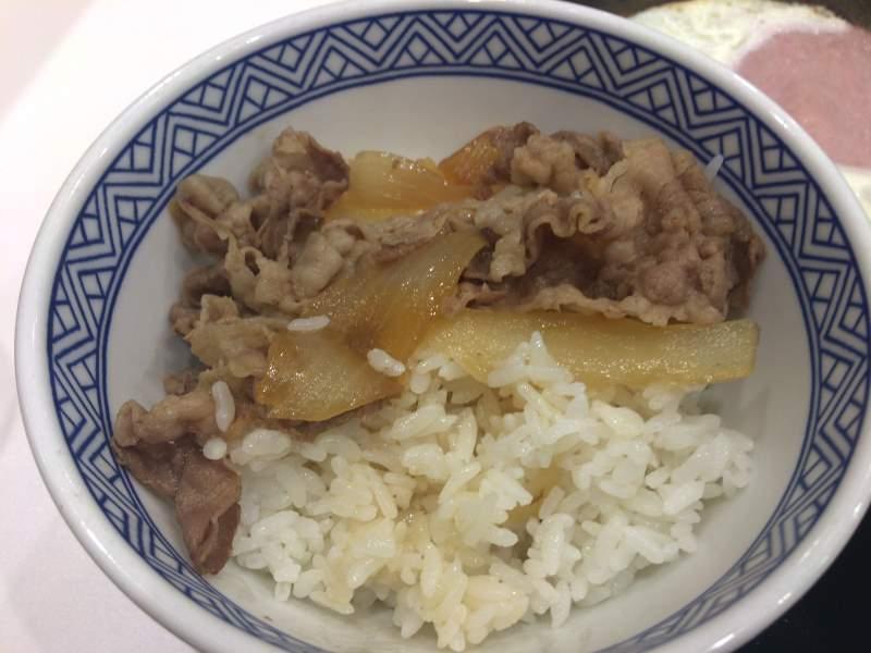 ハムエッグ牛小鉢定食の牛肉
