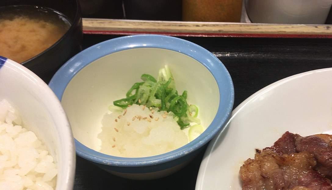 小皿:松屋 牛焼肉と牛カルビの鉄板コンビセット