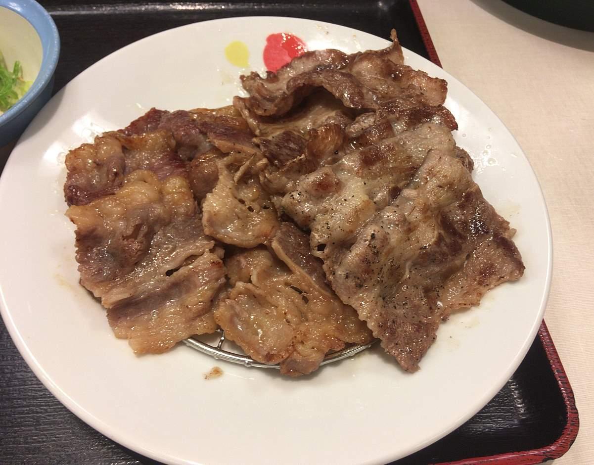 松屋 牛焼肉と牛カルビの鉄板コンビセット