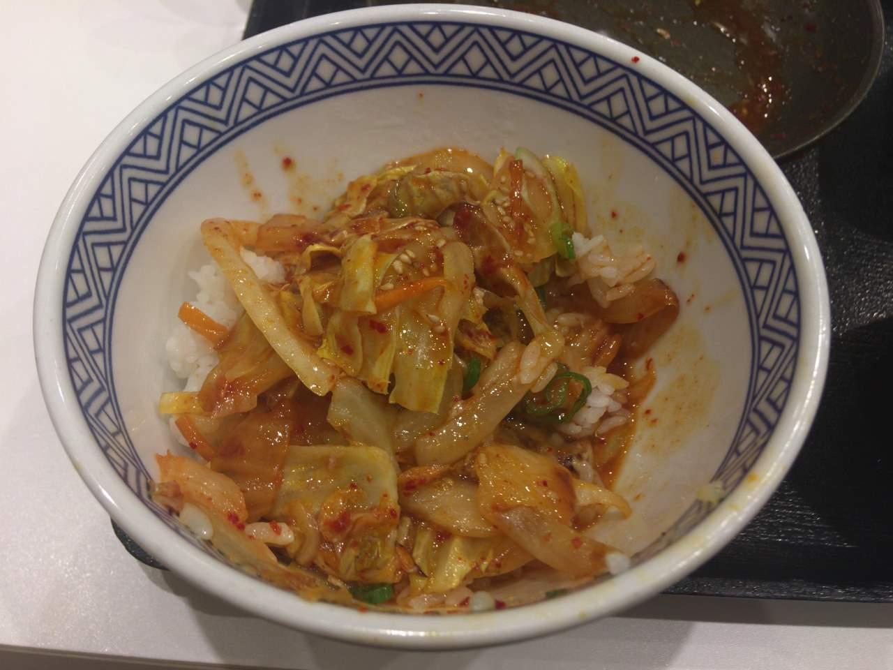 丼に入れた状態:豚キムチ炒め定食|吉野家
