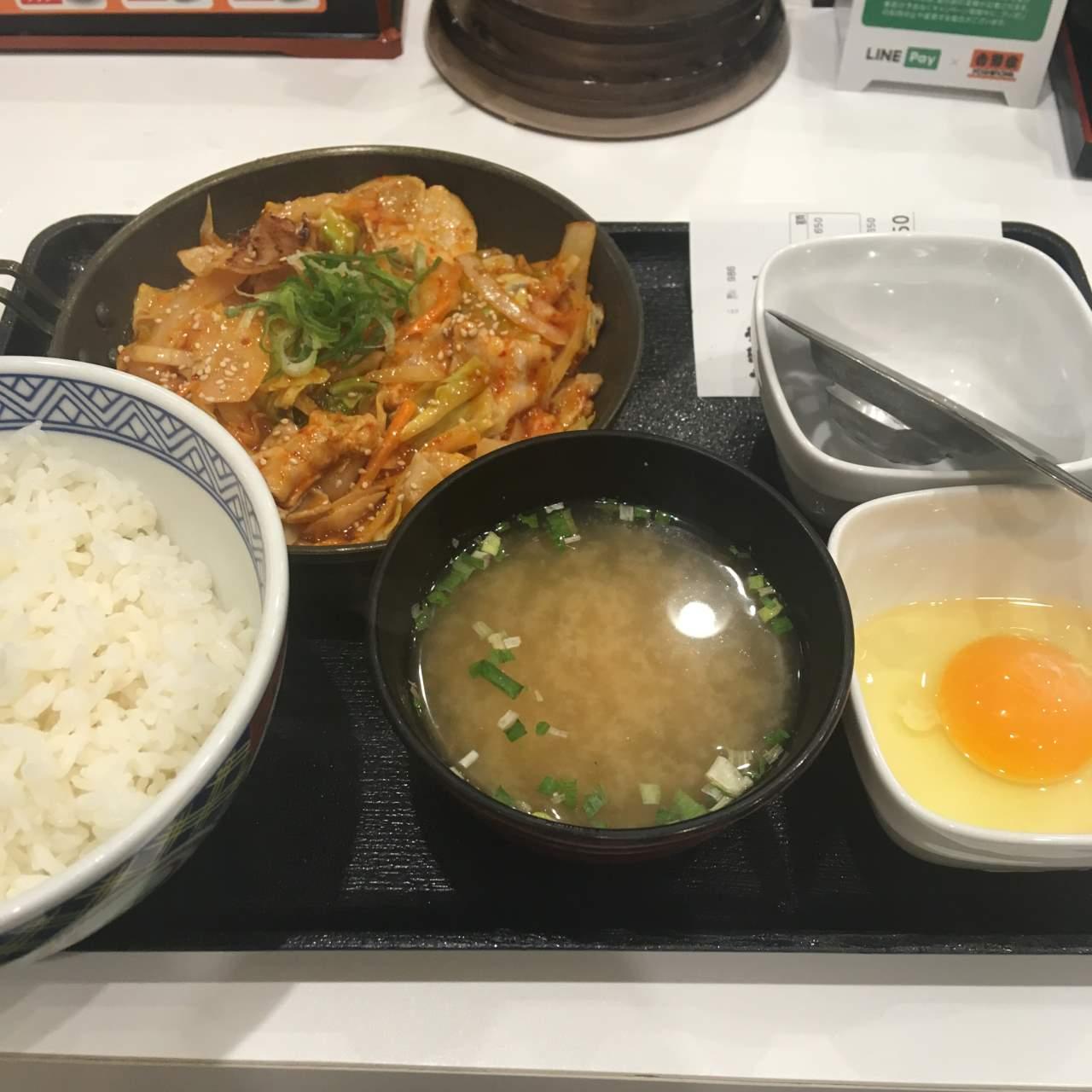 吉野家の豚キムチ定食