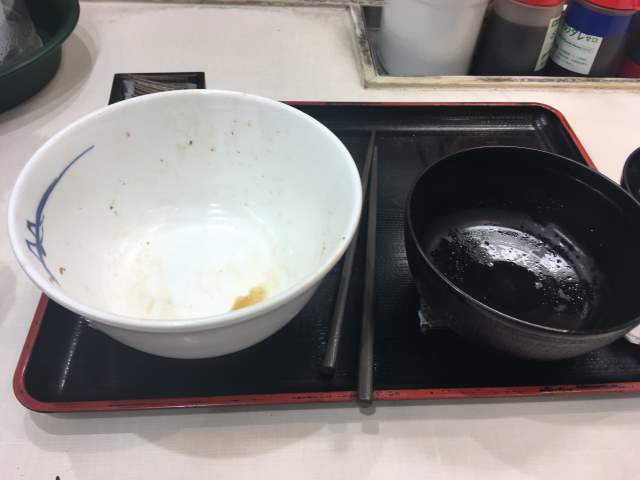 食べ終えた丼など:松屋プレミアム牛めし
