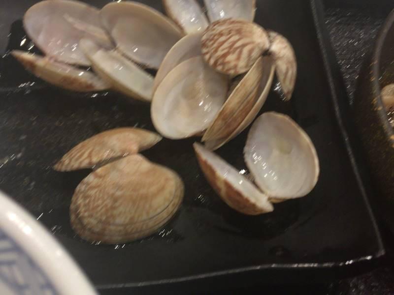 あさり汁の貝殻