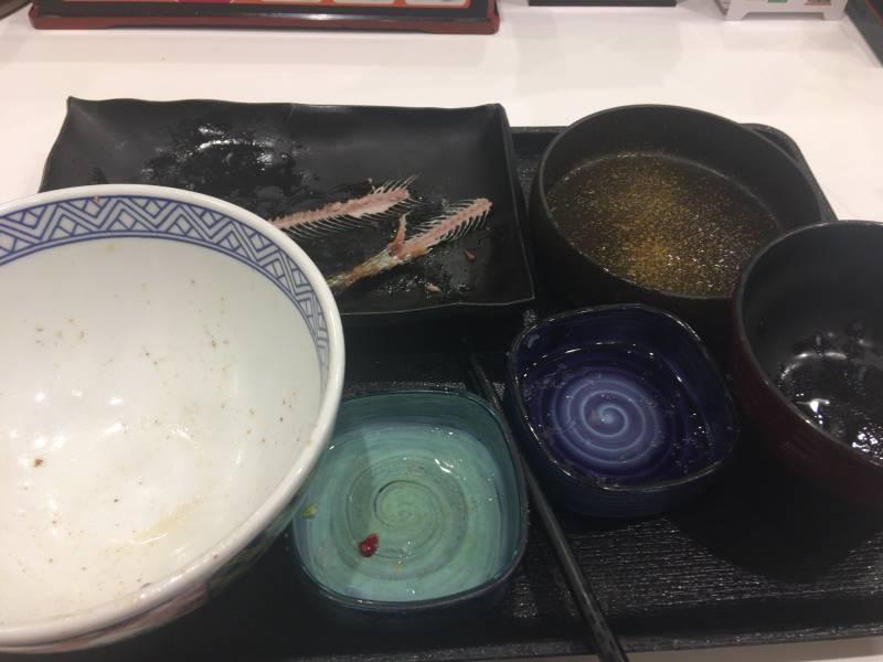 食べ終えた状態:さんま炭火焼き牛定食 |吉野家