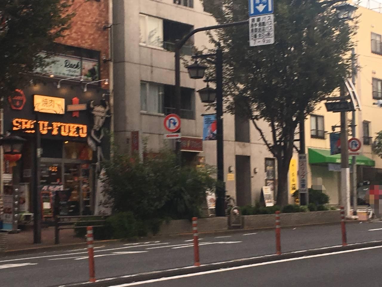 らーめん潤亀戸店反対側の歩道から見た状態