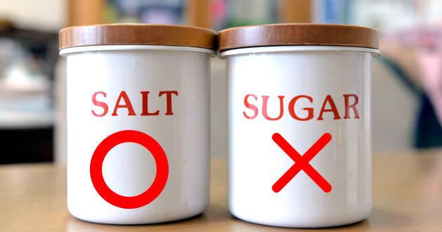 塩と砂糖の瓶