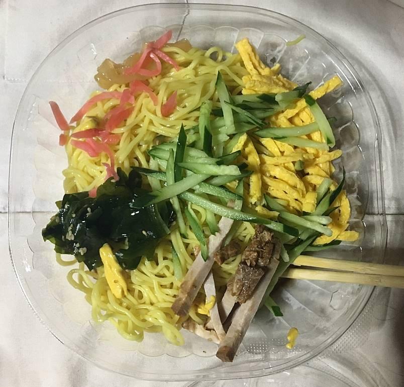 スープを混ぜて具をのせた状態:セブンイレブンのツルっとさっぱり!冷し中華