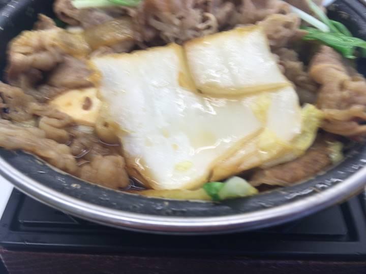 白菜カットがでかすぎ:2019年10月 吉野家の「牛すき鍋膳」