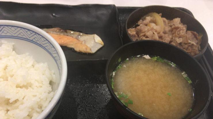 2019年9月二度目の吉野家の牛鮭定食580円