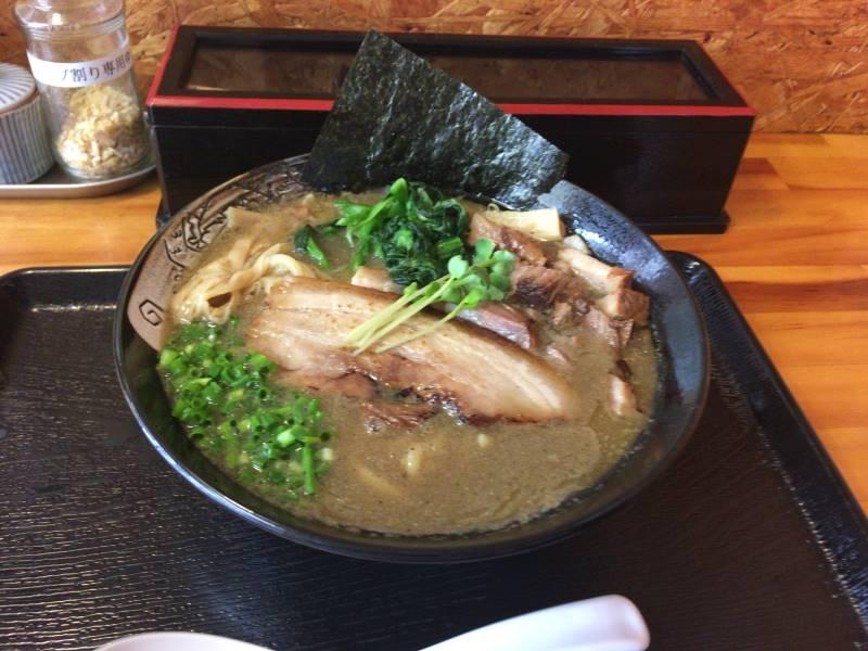 濃厚魚介鶏らーめんと、屑チャーシュー130円 |麺屋 頂 中川會