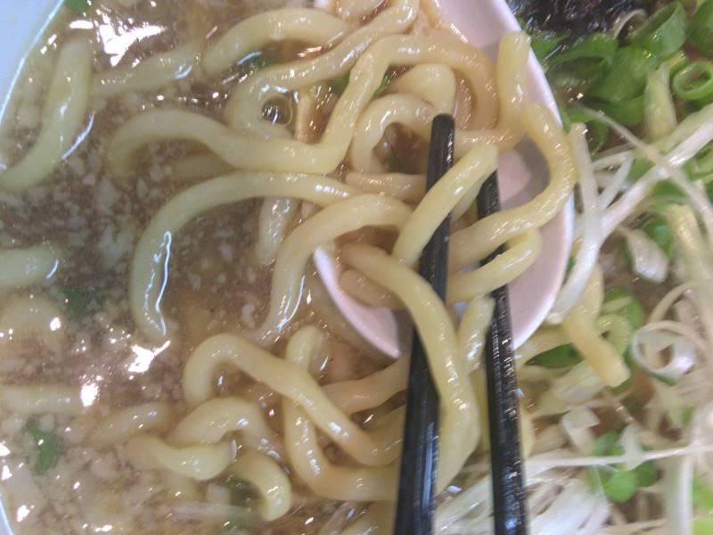 中太麺はコシがしっかりしていた。