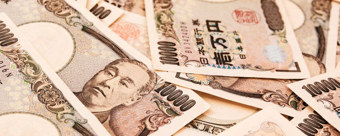 一万円札が数枚映った写真